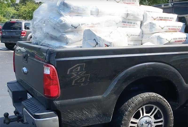 how much weight can a f350 hold in bed